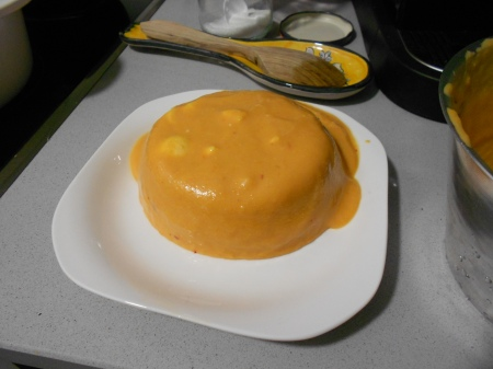 La gelatina de salmorejo con su huevo cocido incorporado