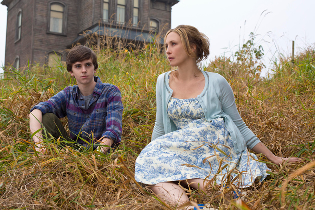 01-freddie-highmore-as-norman-bates-and-vera-farmiga-as-norma-bates