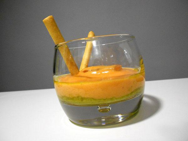 Salmorejo con vinagreta de mango