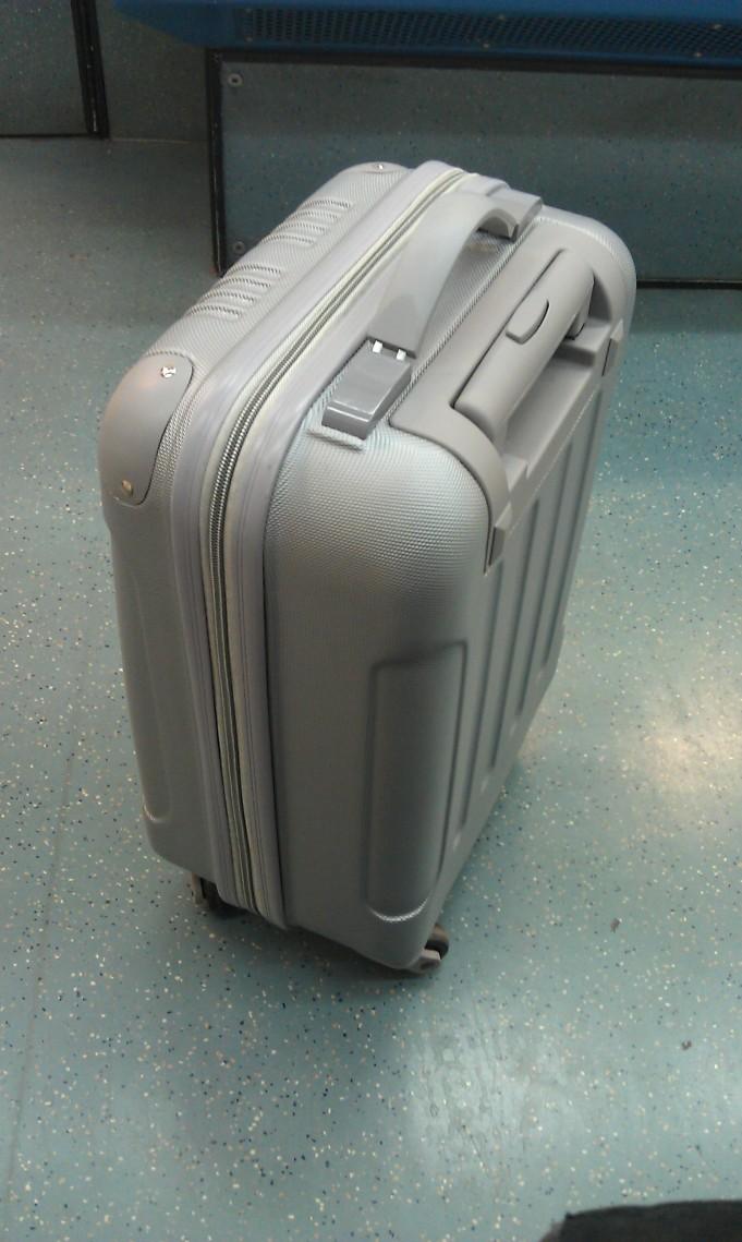 la maleta en el metro