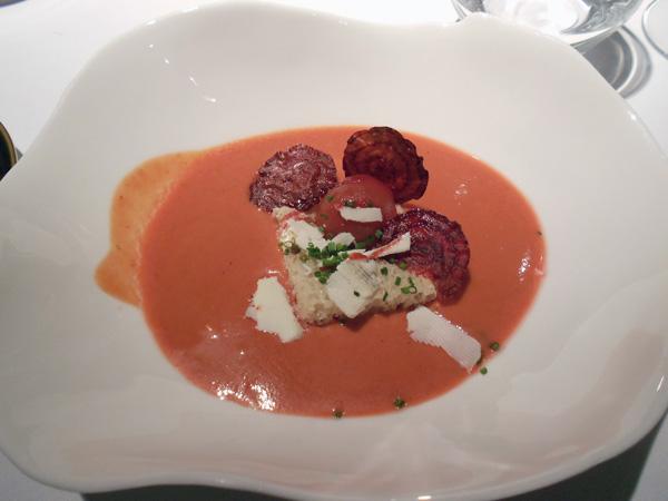 Remolacha, queso, anchoa y tomate