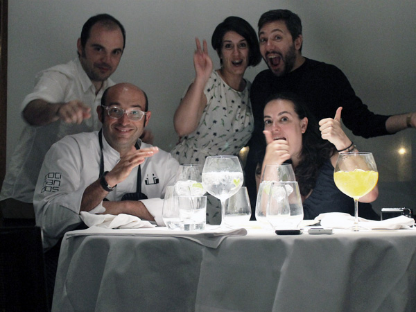 Me pregunto cuántos cocineros con estrella Michelín aguantarían a estre grupo de gamberros... Foto: Pasean2