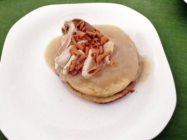 Tartaleta de pera con salsa de ercolini y helado