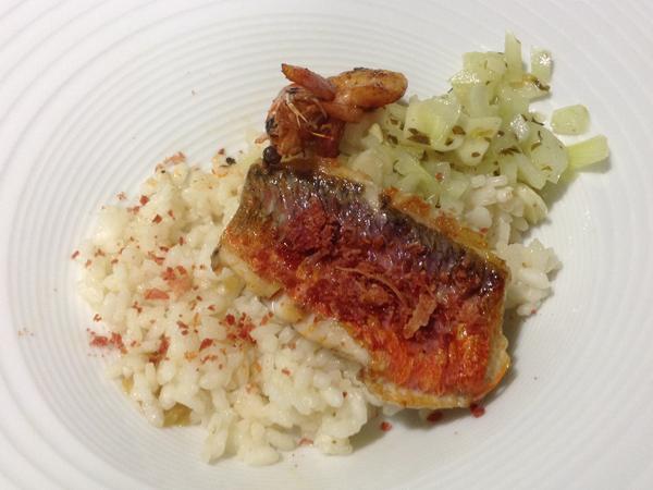 Lomo de salmonete con langostino y arroz ibérico