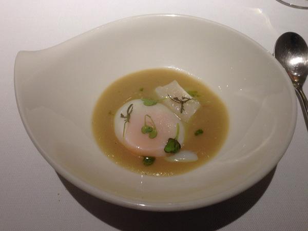 Huevo a 65º, compota de cebolla y vieira en NOVA