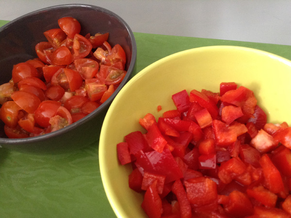 tomates cherry y pimiento rojo