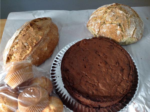 panes, brownie de chocolate y remolacha y magdalenas
