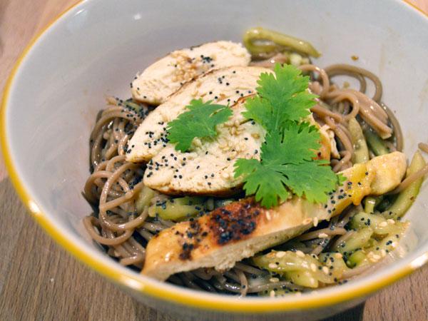 Ensalada 'thai' de pollo y soba