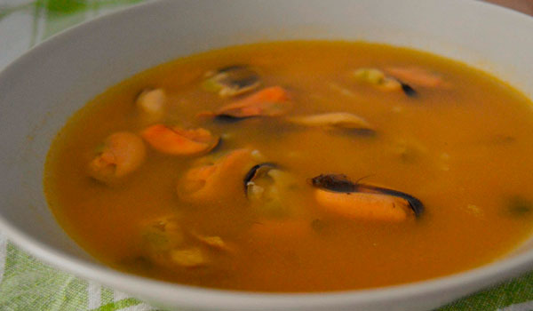 Sopa de calabaza con mejillones y un toque de jengibre y cilantro